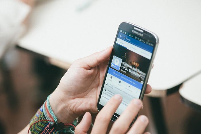 smartphone on workshop facebook