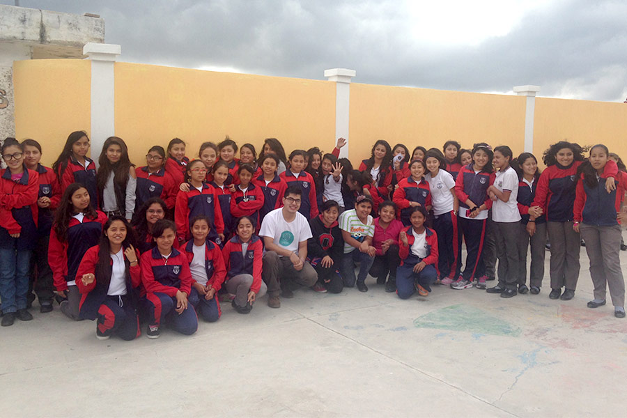 Group photo of girls trained at workshop given in Accion Humana
