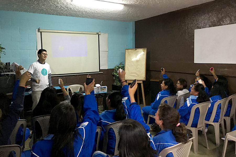 Luis Rodriguez giving workshop at Colegio El Hogar