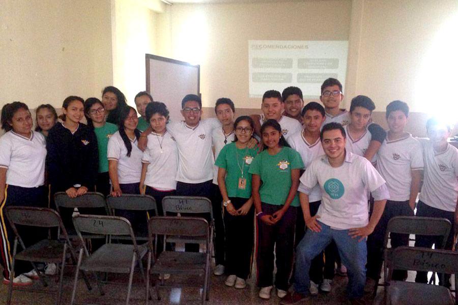 Jorge Diaz and attendees to workshop at Colegio Jesus Resucitado