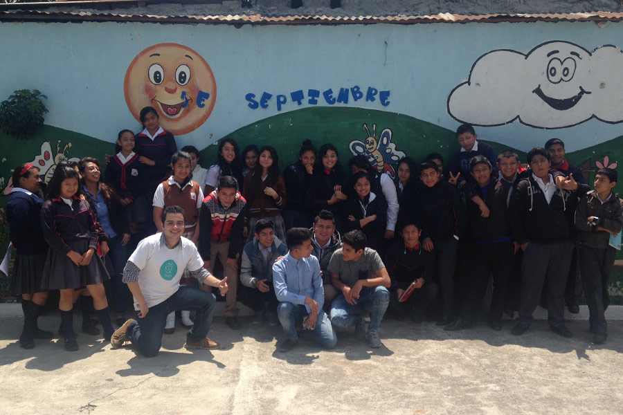 Group photo, Jorge Diaz and participants of workshop given at Colegio La Paz