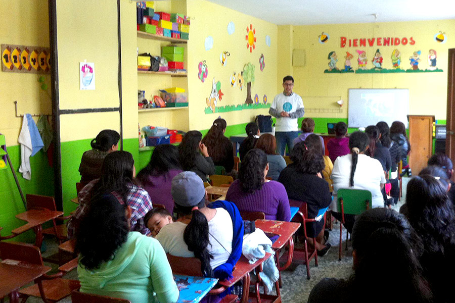 Luis Rodriguez giving workshop to parents of students from Colegio El Universal