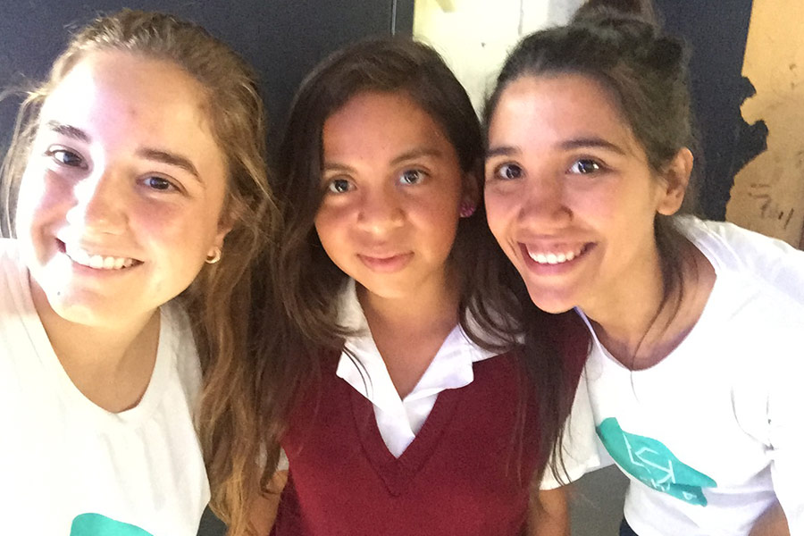 Cynthia Fuentes and Isabel Cabarrus with girl from Telesecundaria Z10