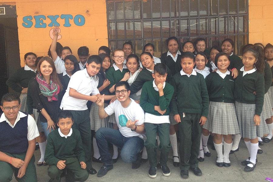 Alejandra Rojas and Luis Rodriguez with students from EOUM 454 Santa Elena III