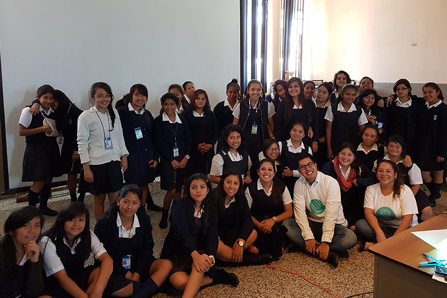 Luis Rodriguez and Ivonne Agustin from SHEVA with group of girls from Instituto Normal para Señoritas Centroamérica