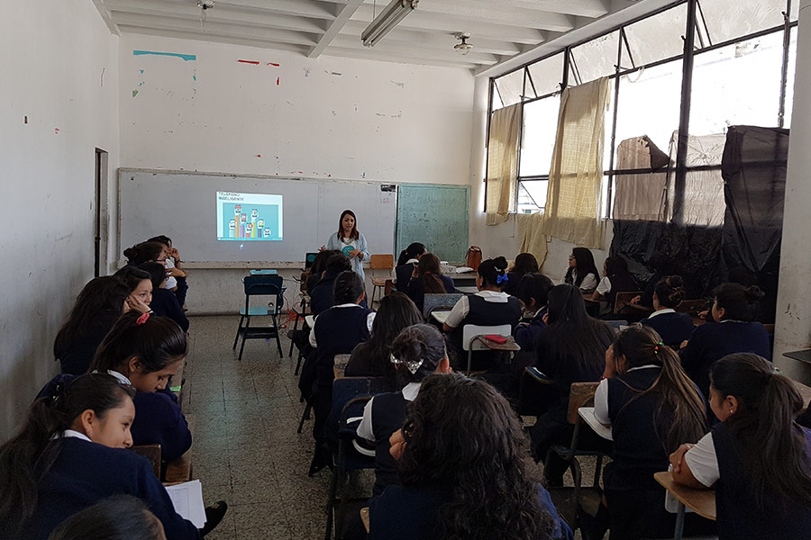 Alejandra Rojas giving education workshop at Instituto Normal para Señoritas Centroamérica