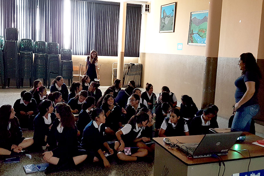 Ivonne Agustin teaching girls how to use cellphone for improving grades and knowledge at Instituto Normal para Señoritas Centroamérica